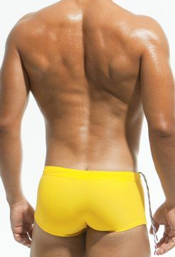 bañadores amarillos
